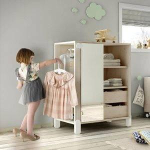 armoire montessori avec penderie, niches, tiroirs et miroir