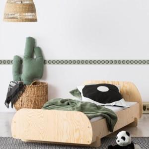 lit enfant en pin massif naturel dans chambre d'enfant
