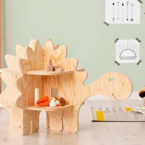 meuble étagère en forme de dinosaure dans chambre d'enfant