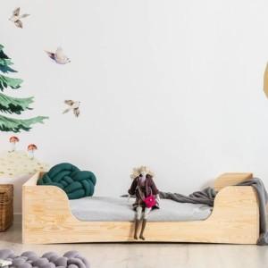 lit au sol montessori en pin dans chambre d'enfant