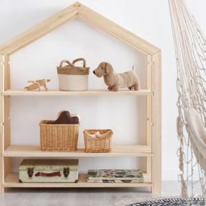 bibliothèque montessori en forme de cabane dans chambre d'enfant