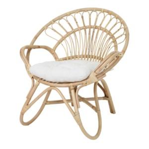fauteuil rotin avec coussin blanc